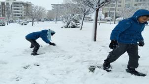 Urfalı çocukların kar sevinci