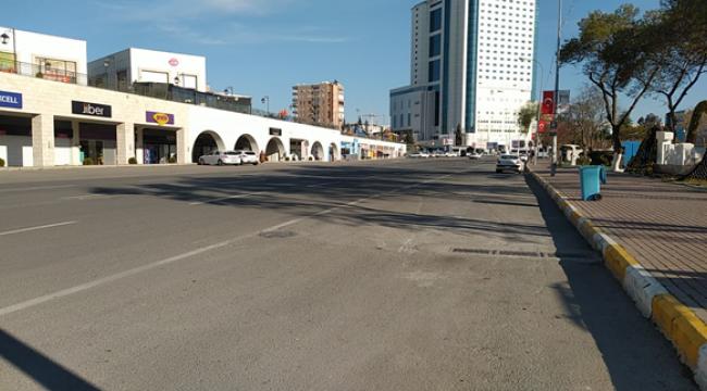 Şanlıurfa'da caddeler ve sokaklar boş kaldı