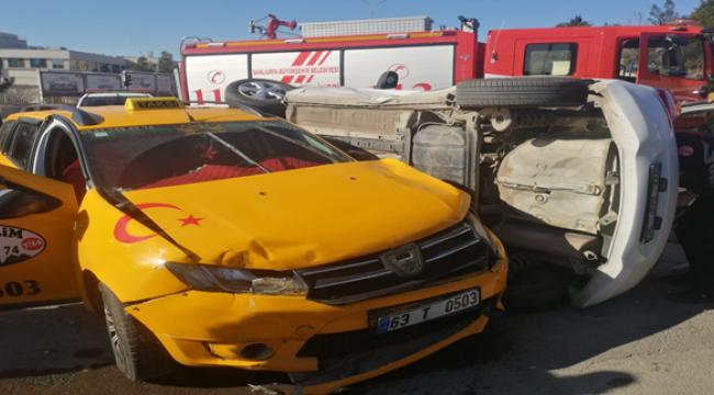 Şanlıurfa'da otomobiller kafa kafaya çarpıştı