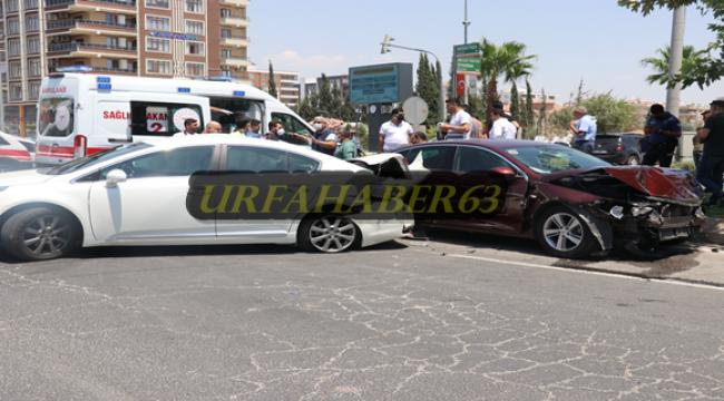 Şanlıurfa'da iki otomobil çarpıştı, 8 yaralı